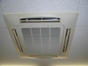 業務用のエアコンをクリーニングいたしました!