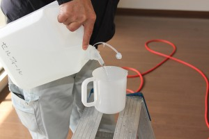 部屋や吹き付け場所によってセルフィール量を調節します