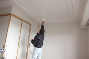 洋室天井壁へのセルフィール施工