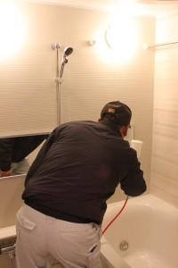 浴槽へのセルフィール施工状況